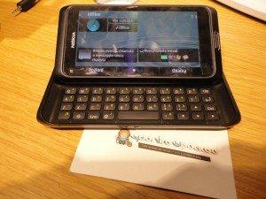 Nokia E7 Official Symbian 300x225 YourLifeUpdated prova in anteprima Nokia E7 con Symbian^3