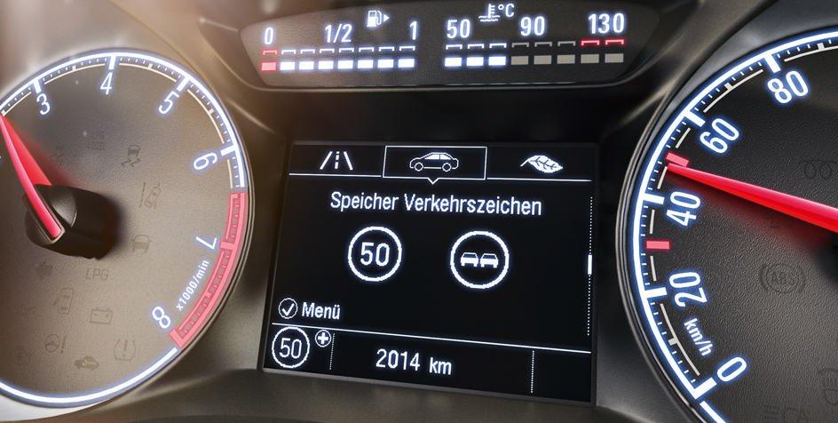 Opel_Corsa_Traffic_Sign_Assist_944x476_co1525_i01_052
