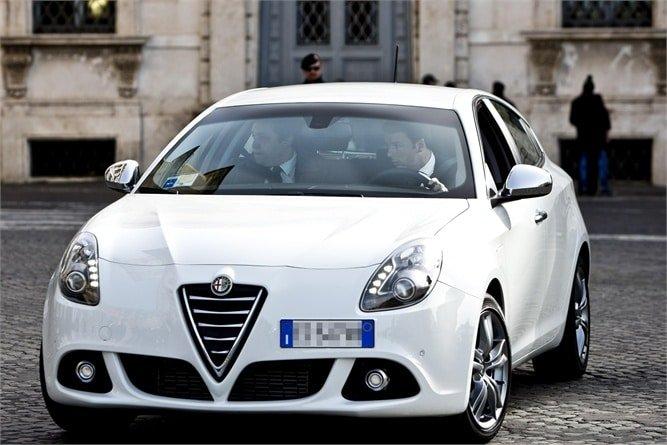 Quali auto guidano i politici italiani ecco quali sono for Elenco politici italiani