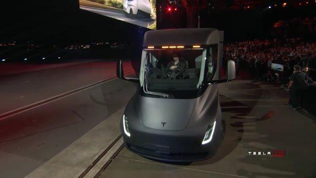 Tesla Roadster, l'ultimo trucco di Elon Musk è servito