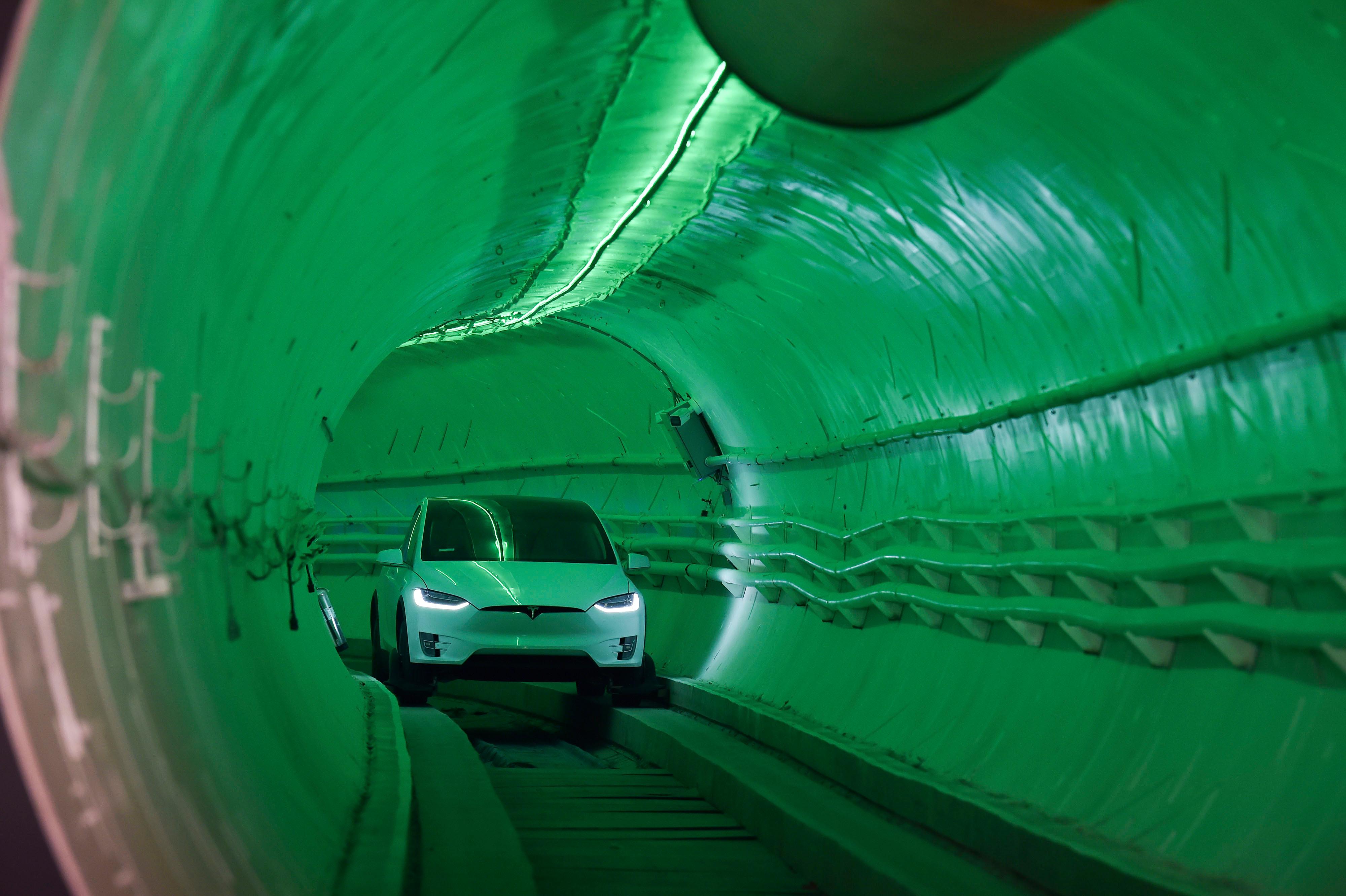 Ecco il Tunnel Stradale di Elon Musk in azione